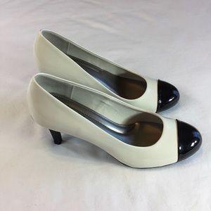 Comfort Plus Size 8 1/2 Heels, Black & Soft White